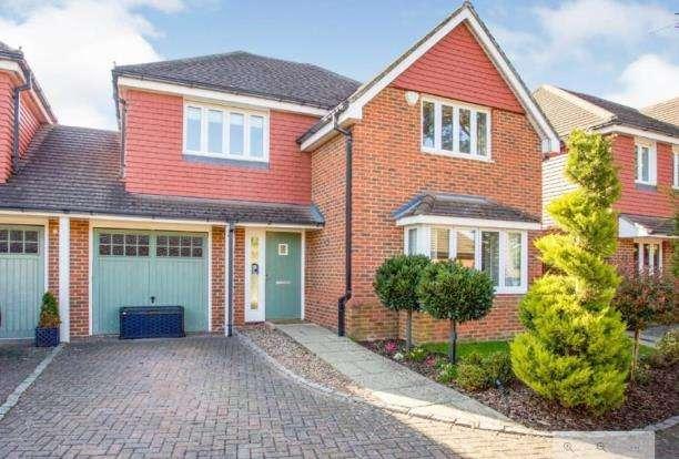 4 Bedrooms Link Detached House for sale in Byfleet, Surrey