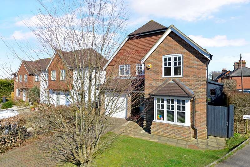 4 Bedrooms Detached House for sale in George Eliot Close, Witley, Godalming, Surrey, GU8