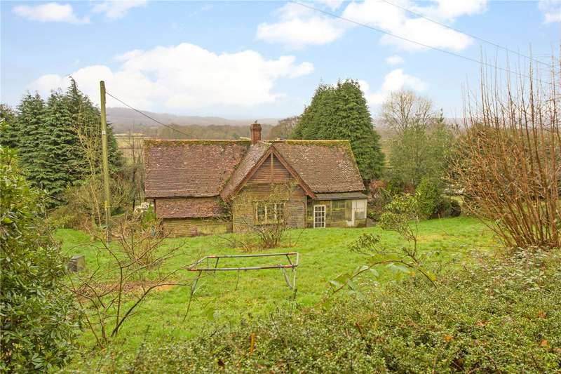 3 Bedrooms Detached Bungalow for sale in Hollycombe, Liphook, Hampshire, GU30