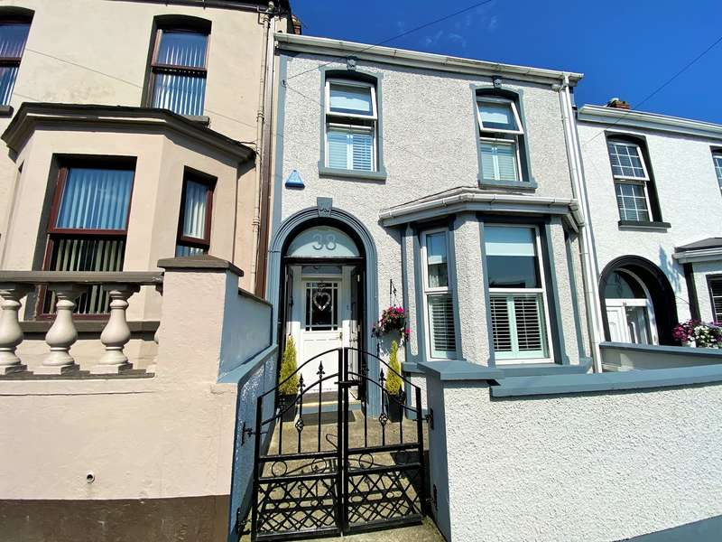 3 Bedrooms Terraced House for sale in Beechwood Avenue, Cityside, BT48