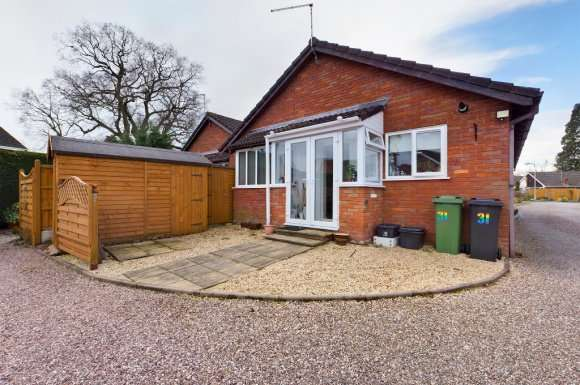 2 Bedrooms Bungalow for sale in Foxleigh Grove, Wem, Shrewsbury, SY4