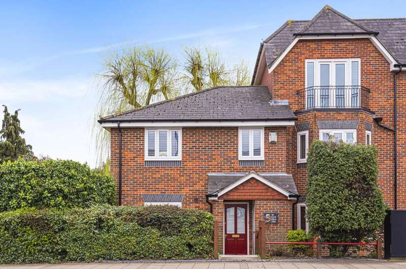 3 Bedrooms House for sale in Sir Cyril Black Way, London, SW19