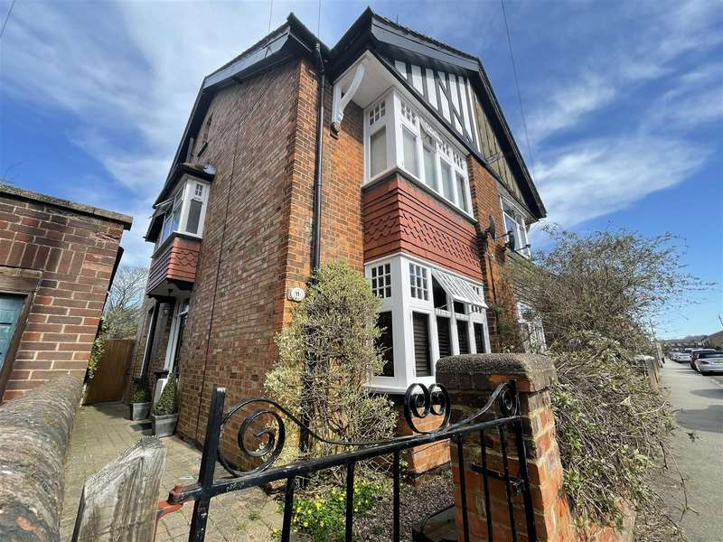 4 Bedrooms Semi Detached House for sale in Grove Road, Stevenage
