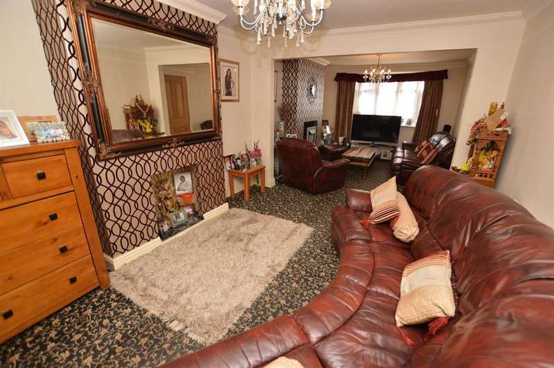 3 Bedrooms Semi Detached House for sale in Bradgate Drive, Wigston, LE18 1HB