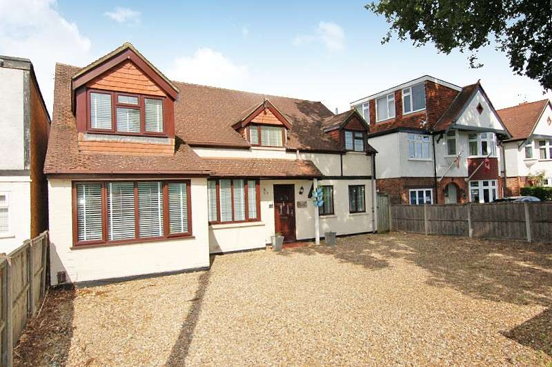 5 Bedrooms Detached House for sale in New Haw Road, Addlestone, KT15