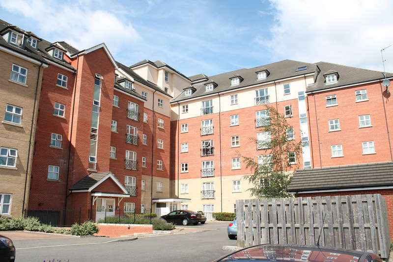 2 Bedrooms Flat for rent in Palgrave Road, Bedford, MK42