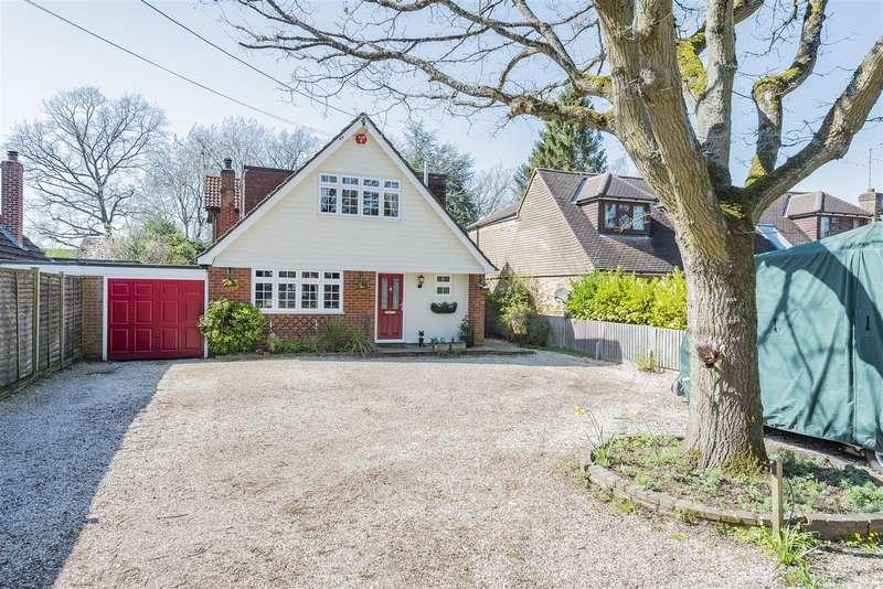 4 Bedrooms Chalet House for sale in Nash Grove Lane, Finchampstead, Berkshire, RG40 4HE