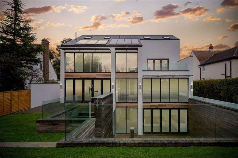 5 Bedrooms Detached House for sale in Leeds Road, Harrogate, North Yorkshire