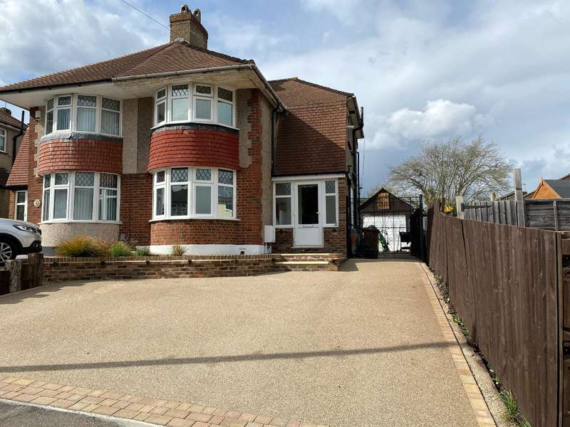 3 Bedrooms Semi Detached House for sale in Elm Grove, DA8 3BL