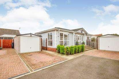 2 Bedrooms Mobile Home for sale in Oak Tree Park, Attleborough, Norfolk