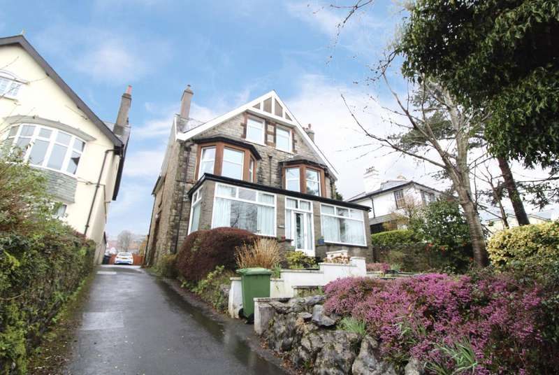 2 Bedrooms Apartment Flat for sale in Sea Views From This Apartment On The Esplanade, Grange-Over-Sands