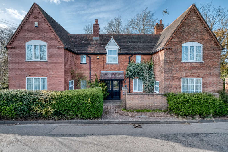 4 Bedrooms Detached House for sale in Chapel Lane, Wythall, Birmingham, B47 6JX