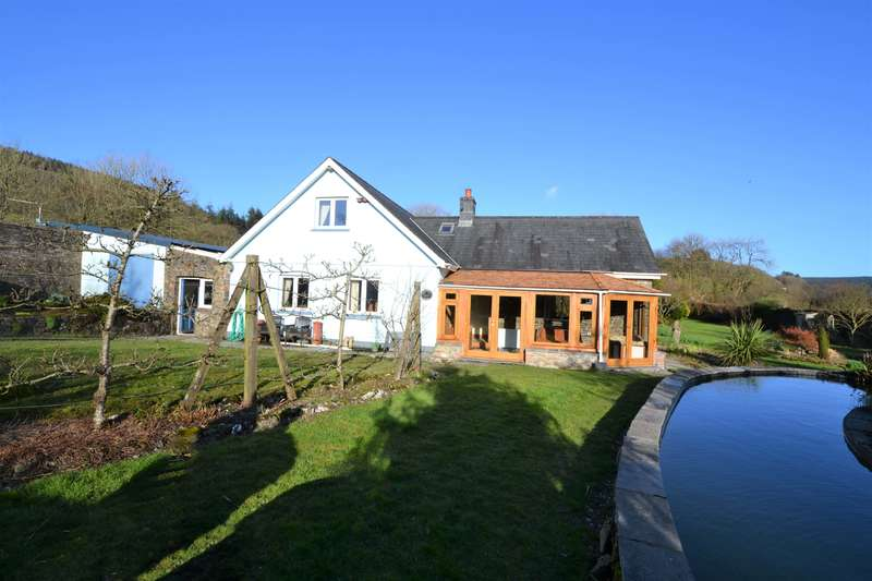 4 Bedrooms Detached House for sale in Llanllawddog CARMARTHENSHIRE