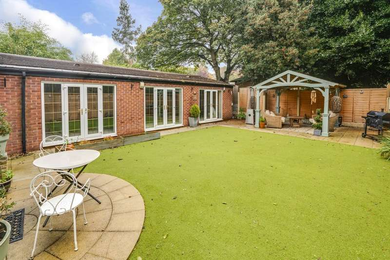 5 Bedrooms Detached House for sale in Moorgate Lodge