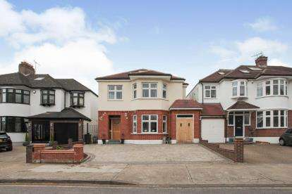 5 Bedrooms Detached House for sale in Romford, Havering, United Kingdom