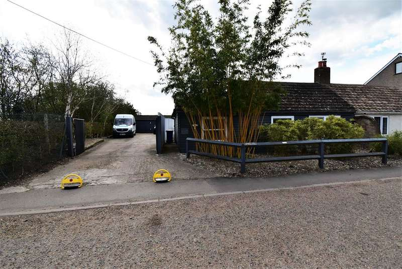 2 Bedrooms Bungalow for sale in The Warren, Wharf Road, Stanford-Le-Hope