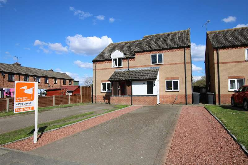 3 Bedrooms Semi Detached House for sale in Lower Church Road, Skellingthorpe, Lincoln