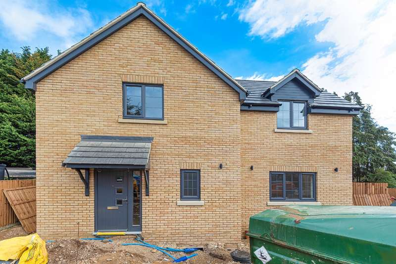3 Bedrooms Detached House for sale in Station Road, Flitwick, MK45