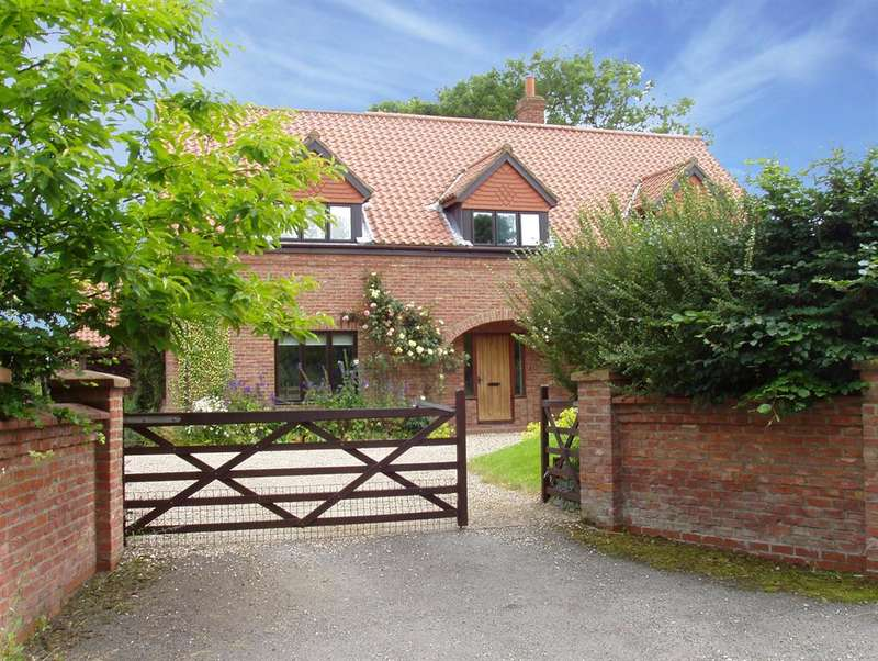 3 Bedrooms Detached House for sale in Cromwell Hill, Kirby Grindalythe, Malton, YO17 8DB