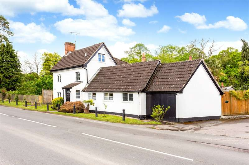 4 Bedrooms Detached House for sale in Marlborough Road, Pewsey, Wiltshire, SN9