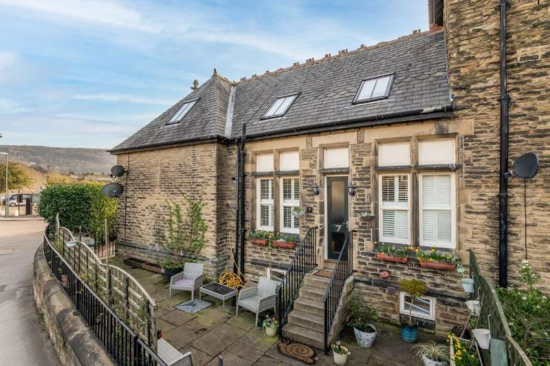 4 Bedrooms Town House for sale in All Saints Court, Otley