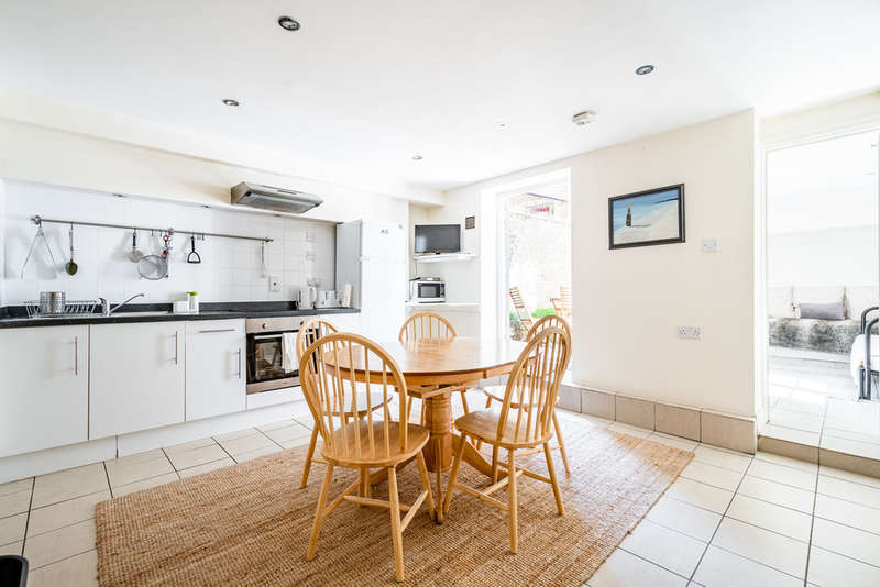 2 Bedrooms Flat for sale in Broadway Market, Hackney