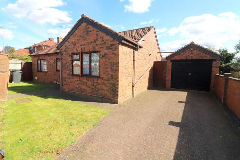 3 Bedrooms Bungalow for sale in Hawthorn Avenue, Luton, Bedfordshire, LU2 8AN