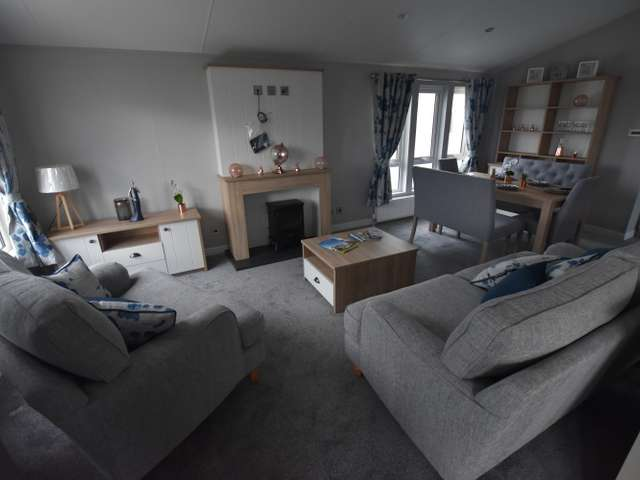 3 Bedrooms Lodge Character Property for sale in Dovercourt, Harwich