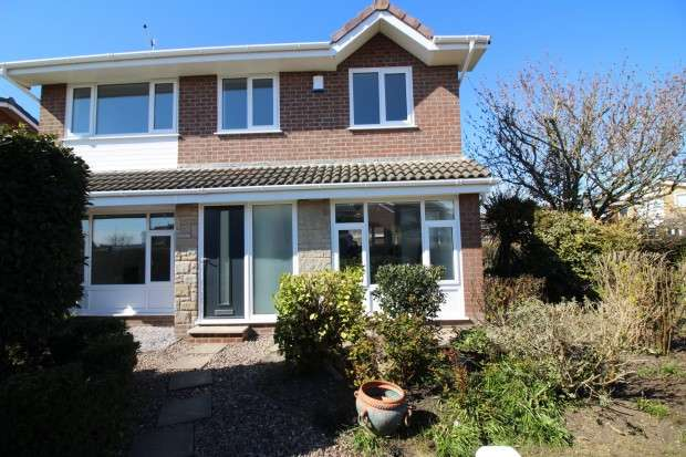 3 Bedrooms Detached House for sale in Formby Avenue, Fleetwood, FY7
