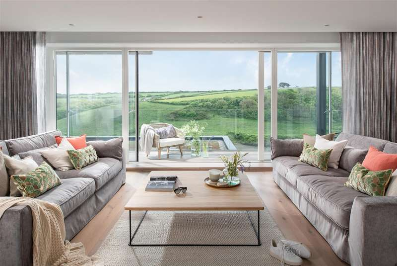 5 Bedrooms Detached House for sale in Pentire Crescent, Newquay