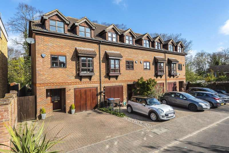 3 Bedrooms End Of Terrace House for sale in Knowle Gardens, West Byfleet, KT14