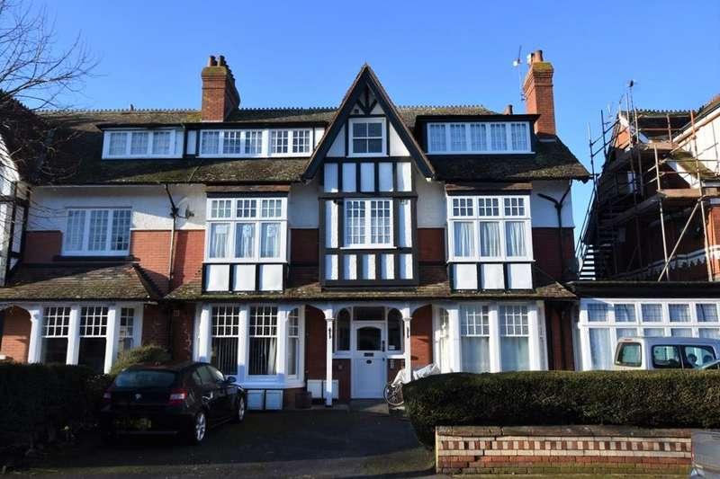 2 Bedrooms Property for sale in Tregonwell Road, Minehead, TA24 5DU