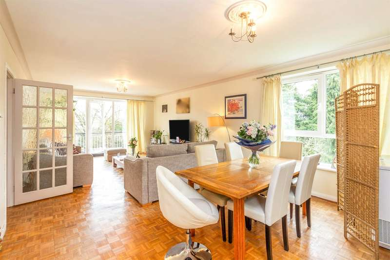 2 Bedrooms Flat for sale in Dorchester Court, The Park, CHELTENHAM, Gloucestershire, GL50
