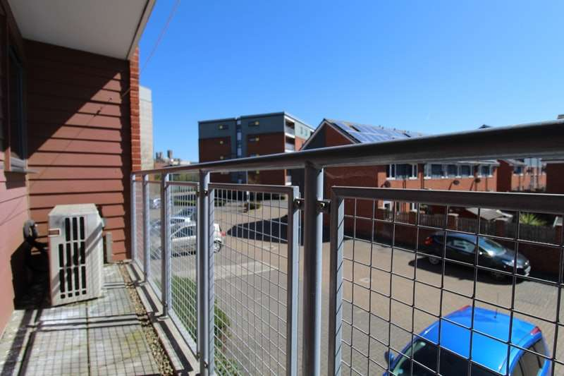 2 Bedrooms Maisonette Flat for sale in Beresford Close, Lincoln, Lincolnshire, LN6