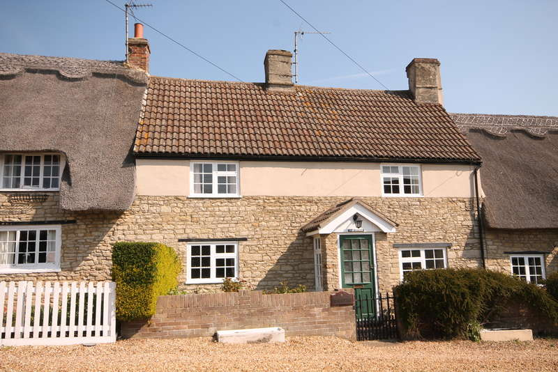 2 Bedrooms Cottage House for sale in The Green, Radwell, MK43