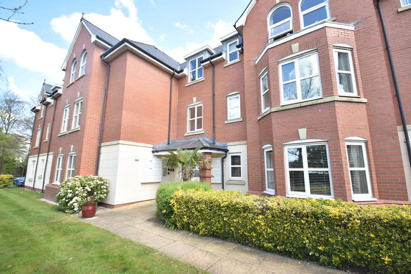 2 Bedrooms Flat for rent in Woodlands View, Lytham St Annes