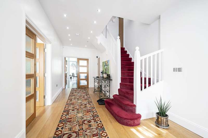 7 Bedrooms House for sale in Basing Hill, Golders Green, NW11