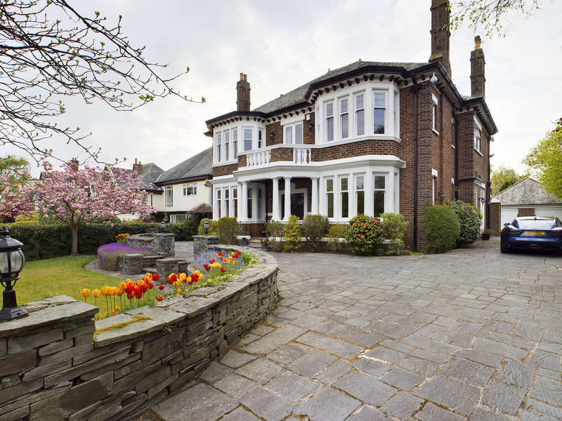 5 Bedrooms Detached House for sale in North Park Drive, Stanley Park FY3