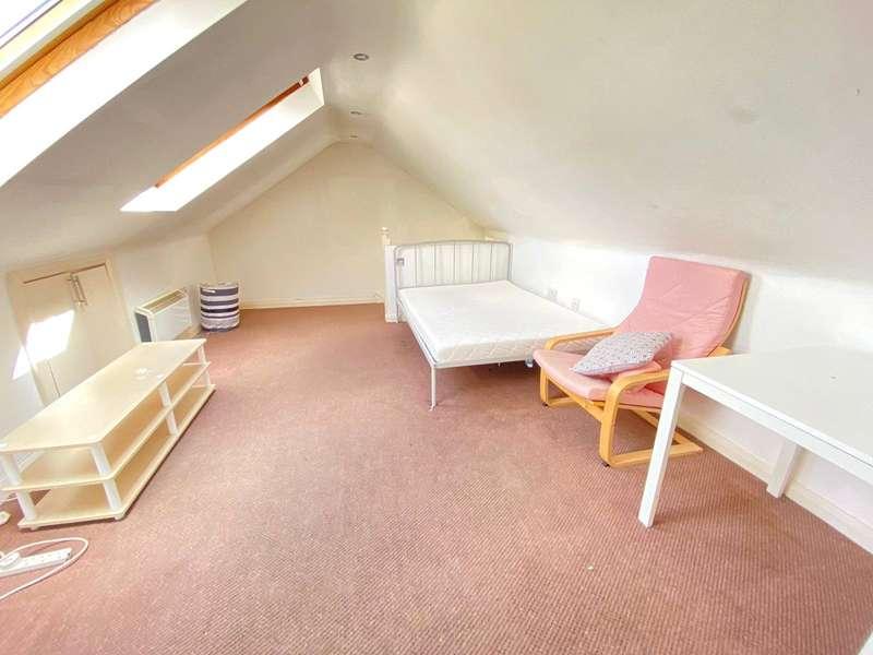 4 Bedrooms Flat Share for rent in Spencer Road, Wealdstone, Harrow, HA3