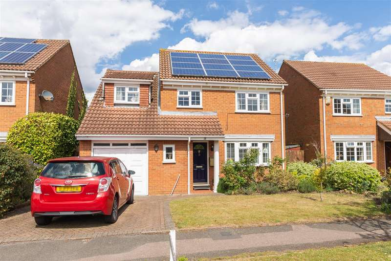 4 Bedrooms Detached House for sale in Severn Drive, Walton-On-Thames