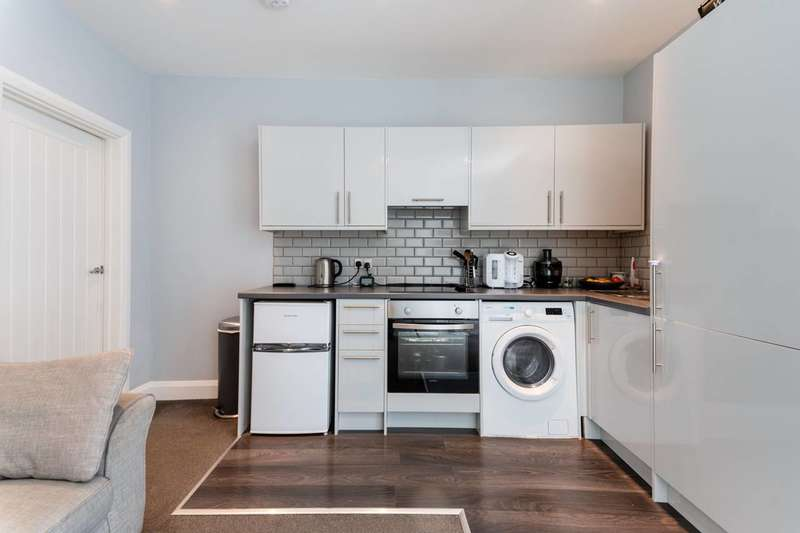 1 Bedroom Flat for sale in Birchanger Road, South Norwood, SE25