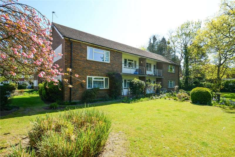 2 Bedrooms Flat for rent in Heath Road, Weybridge, KT13