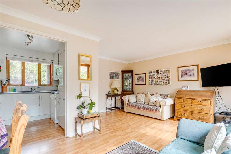 4 Bedrooms Terraced House for sale in Beauchamp Close, London, W4