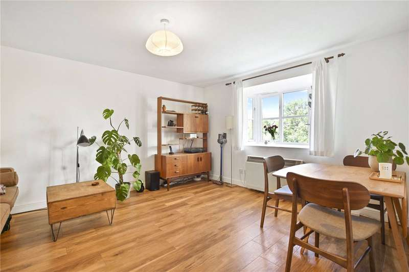 2 Bedrooms Flat for sale in Compass House, Armoury Road, London, SE8
