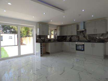 3 Bedrooms Detached House for sale in Rainham, Essex
