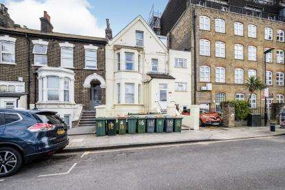 5 Bedrooms Semi Detached House for sale in Stratford, London, England
