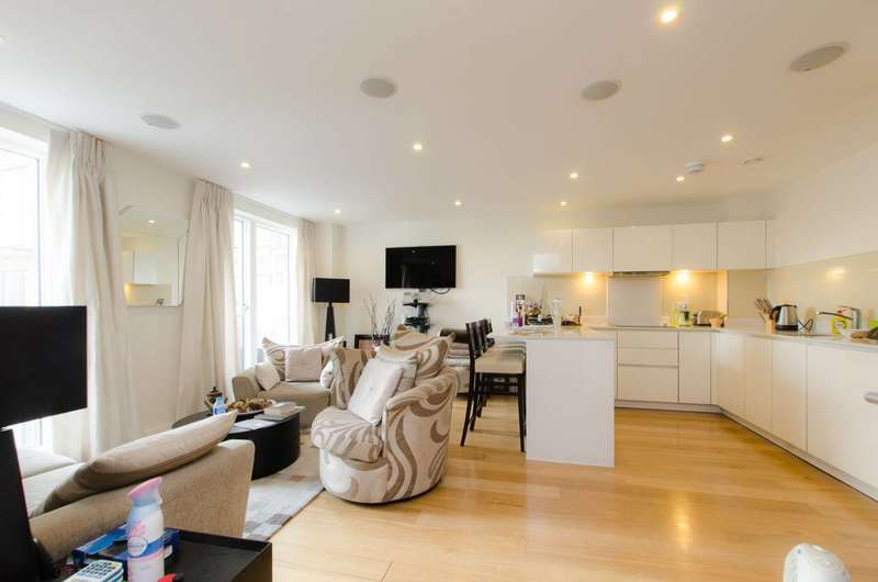 3 Bedrooms Flat for sale in Sargasso Court, Voysey Square, Bow, E3