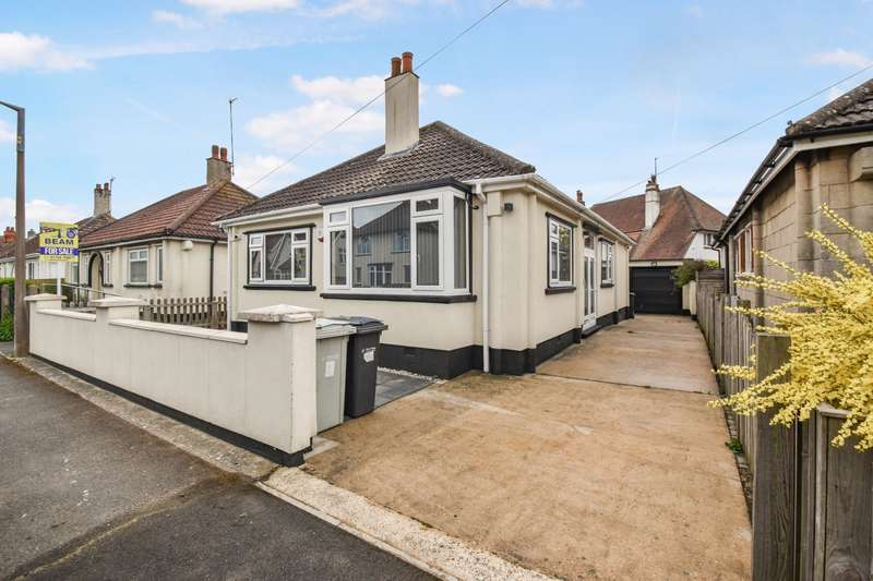 3 Bedrooms Bungalow for sale in Norwood Road, Skegness, PE25