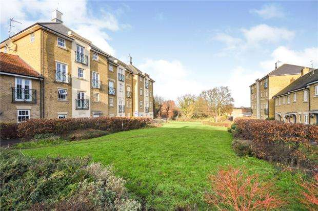 2 Bedrooms Apartment Flat for sale in Chelwater, Great Baddow, Chelmsford