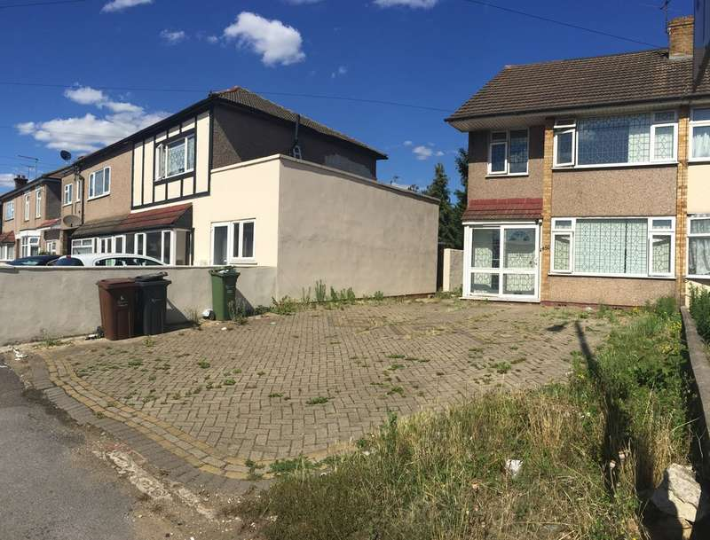 4 Bedrooms Semi Detached House for sale in Whalebone Lane North, Chadwell Heath, RM6